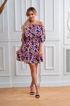 Розовое платье с открытыми плечами Look Russian